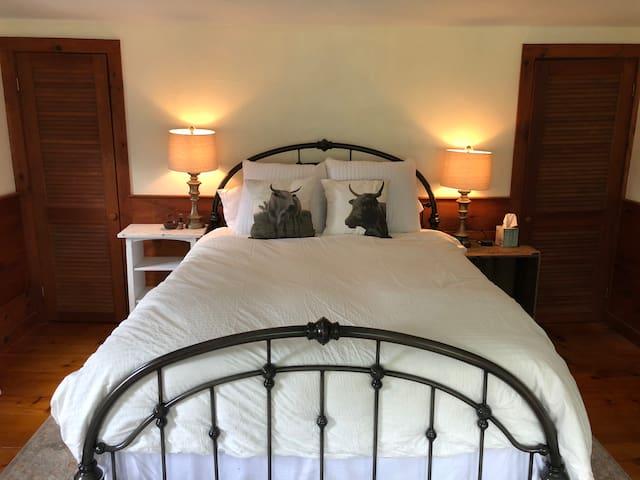Master Bedroom #1 with queen memory foam mattress.