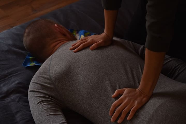 Shiatsu massage helping release stress and tension in the upper body