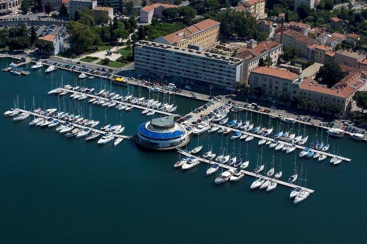 Pula port - ACI Marina (5 min walk from the apartment)