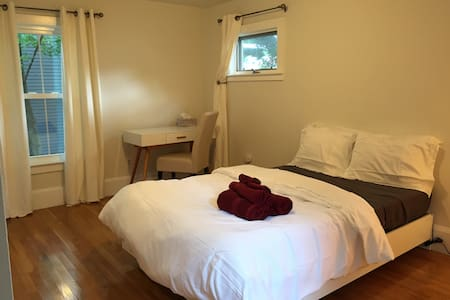 Modern bedroom, en-suite bath studio near MIT/Harv - Cambridge - Apartment