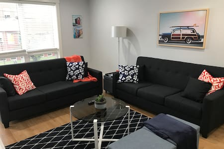 Modern Condo Downtown lots of amenities &parking!!