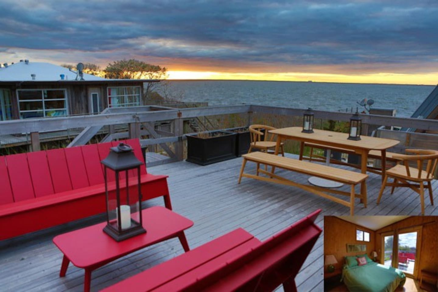 Upstairs deck for sunsets !