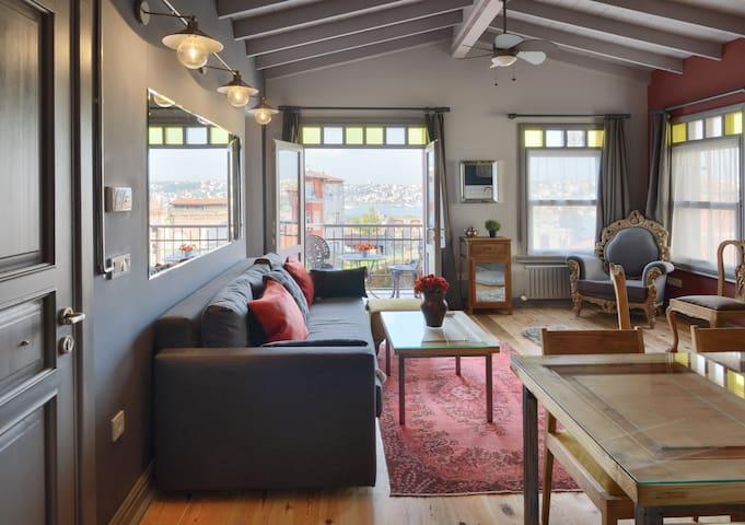Delightful two-bedroom loft Golden Horn View -Ruby