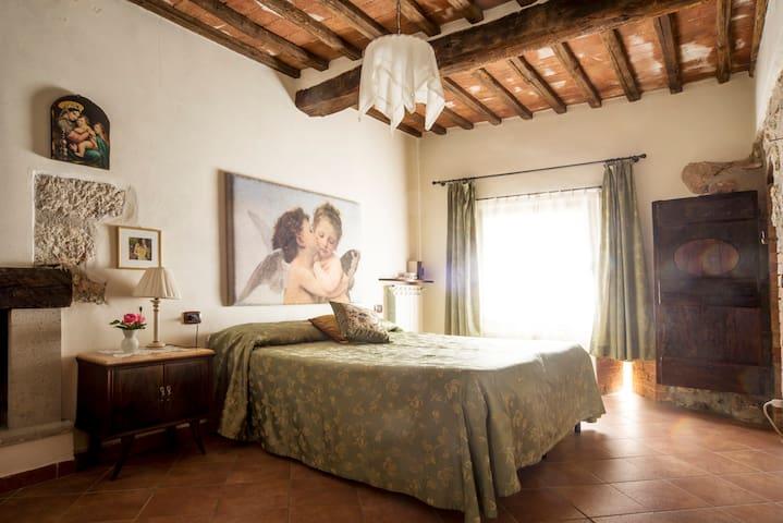 Appartamento in antico casale con piscina