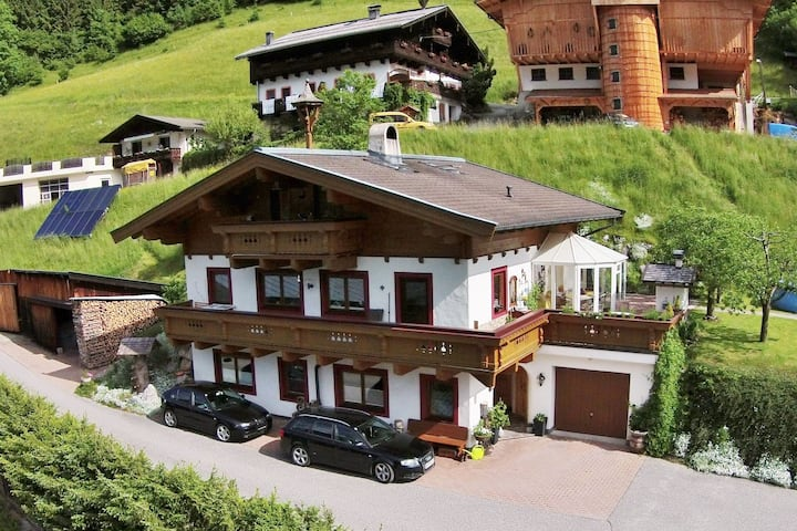 Spacious Apartment in Saalbach-Hinterglemm with Parking