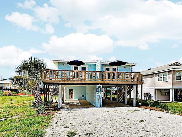 New Listing! Remodeled Beach Retreat w/ 2 Units