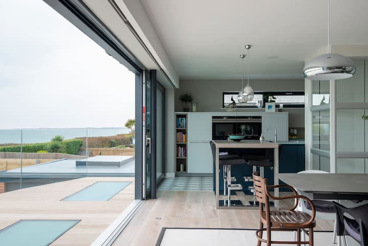 Fab Beach House, near to Goodwood & Chichester.