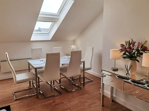 York City Centre Penthouse Apartment with parking
