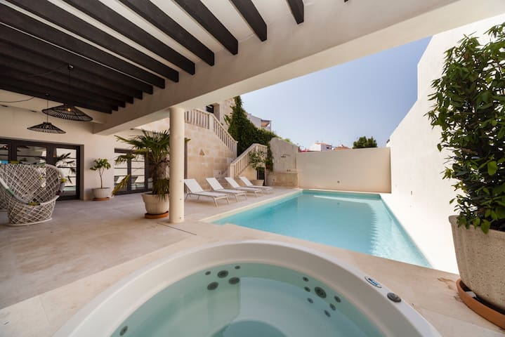 Charm and luxury in the heart of Mahon