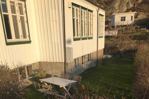 Sea view apartment in Nösund village. Parking incl