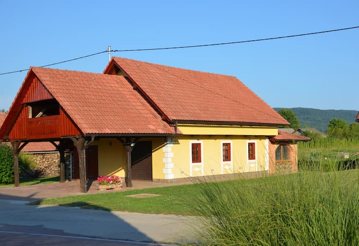 Cozy holiday house for 6+2 pers.by the Kolpa river - Griblje - Ev