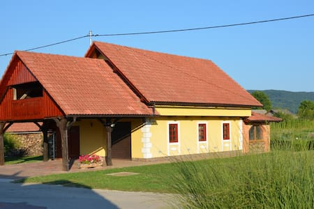 Cozy holiday house for 6+2 pers.by the Kolpa river - Griblje - Maison