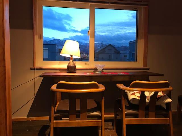 札幌中心と小樽の間、静かな広いワンルームに無料駐車場、手稲山、石狩の海に近いアクティブな場所