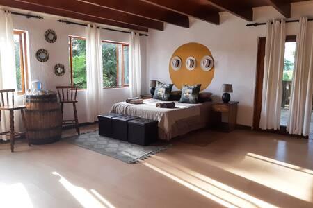 Villa Volante: Suite 2-Full bathroom and patio