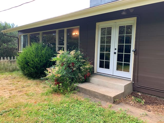 Charming, mid-century 6B house, 15mins to downtown
