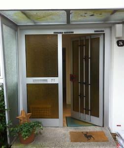 Gemütliches Dachzimmer mit eigenem Bad - Braunschweig - Reihenhaus