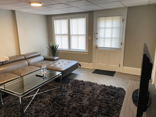 1 BR steps from dtw - free WiFi - self check in