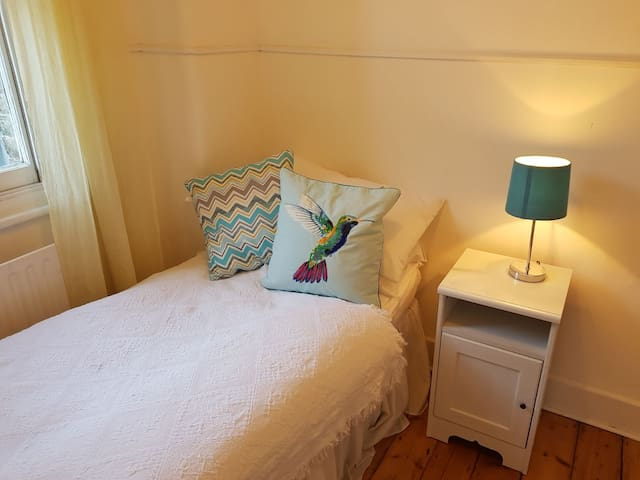 **Cosy single room with wifi**