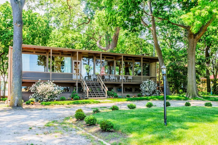 GLASSHOUSE W PRIVATE BEACH 1 Mile from Cedar Point