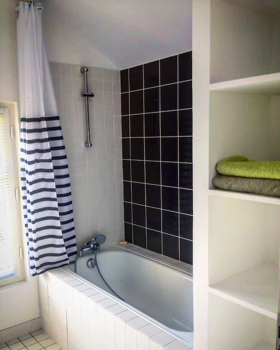 La salle de bain neuve  tout confort du 1er étage