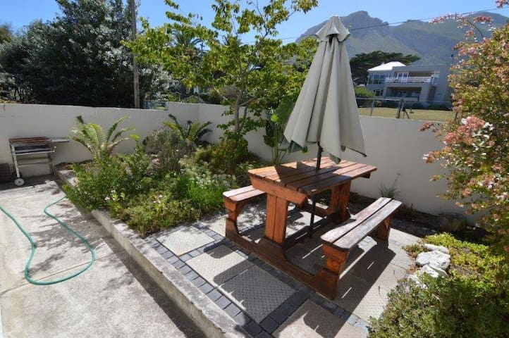 Mountain view cottage with fresh sea breeze - Hermanus - Appartement