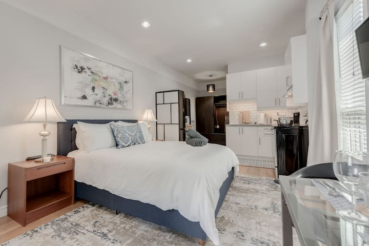 Private 1BR Unit in an Upscale Toronto Home