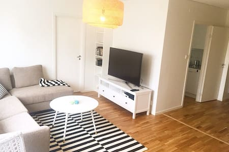 Newly renovated apartment 10 minutes from Sthlm C - Sundbyberg - 公寓