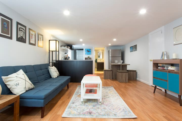 Sunny & Modern 2 Bed Apt 2 blks from shops & rest.