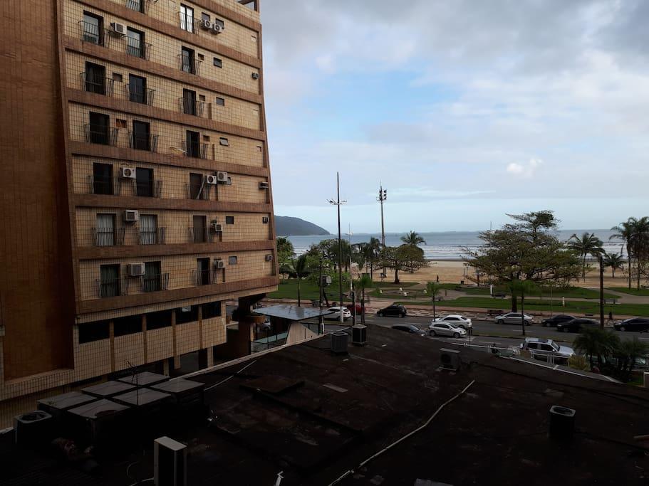 Vista da praia a partir da janela do apartamento
