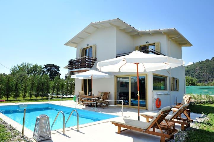Gorgeous Villa just 400m from the beach - Paralia Agios Ioannis - Villa