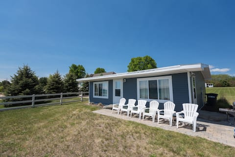 Updated & Charming Lakefront Cottage on Lake Huron