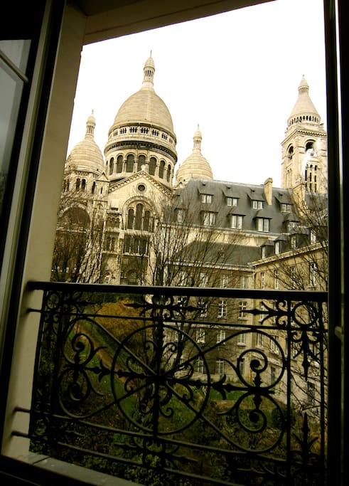 A unique view of the Sacré-Couer from the bedroom