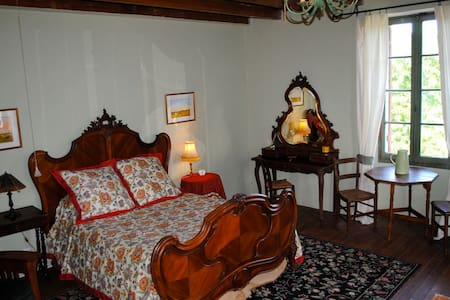 La Chambre des Tournesols  - Saint-Jean-de-Duras - Bed & Breakfast