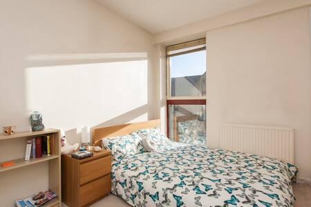 Double Room + Bathroom ~ Tower Hill