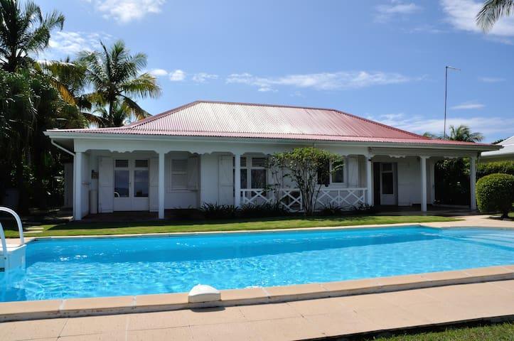 Jolie maison avec très belle vue  - Saint-Francois - Huis