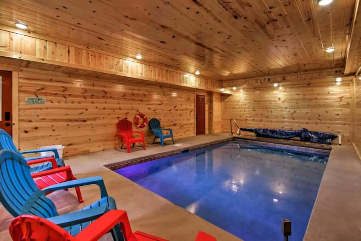 Beautiful 6 Bedroom Family Cabin with Pool and Theater room!