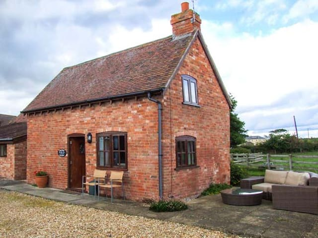 PARADISE COTTAGE, character holiday cottage in Ilmington, Ref 22263