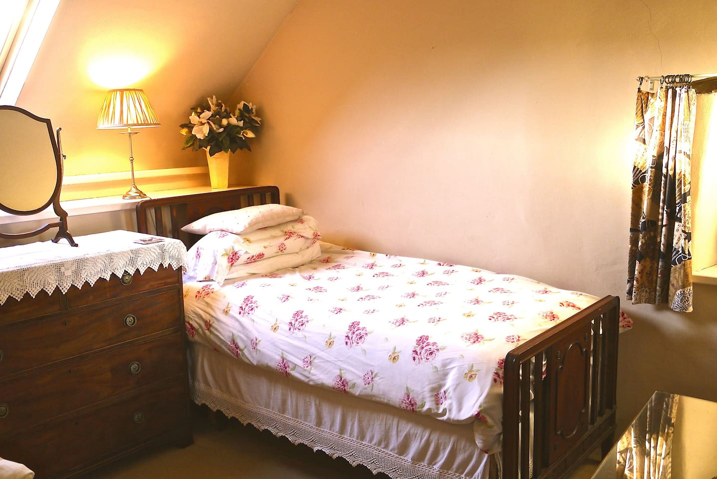 Lovely twin room with private shower room and wifi.