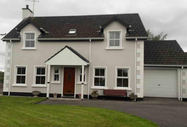 Bedroom 2 with Shared Bathroom in heart of Belcoo