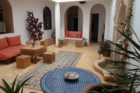 Chambre n°7 au Riad AL JAMIL - Эс-Сувейра