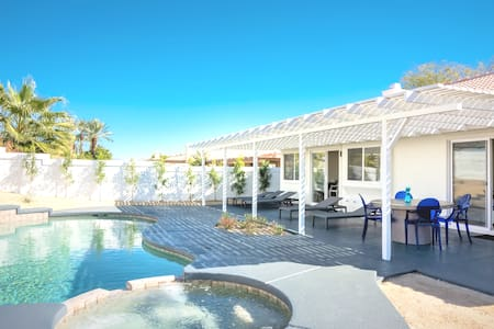 Bright Modern Luxury Private Pool Spa Peaceful