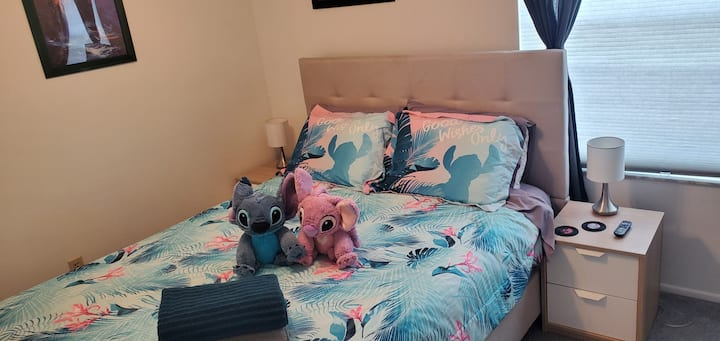 Comfy Lilo & Stitch bedroom by Disney! With pool!