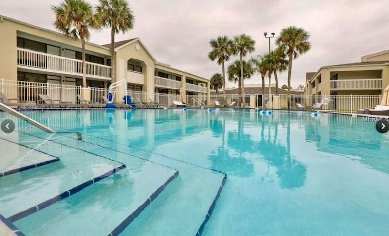 Pool Open Hotel room next to Disney! #11