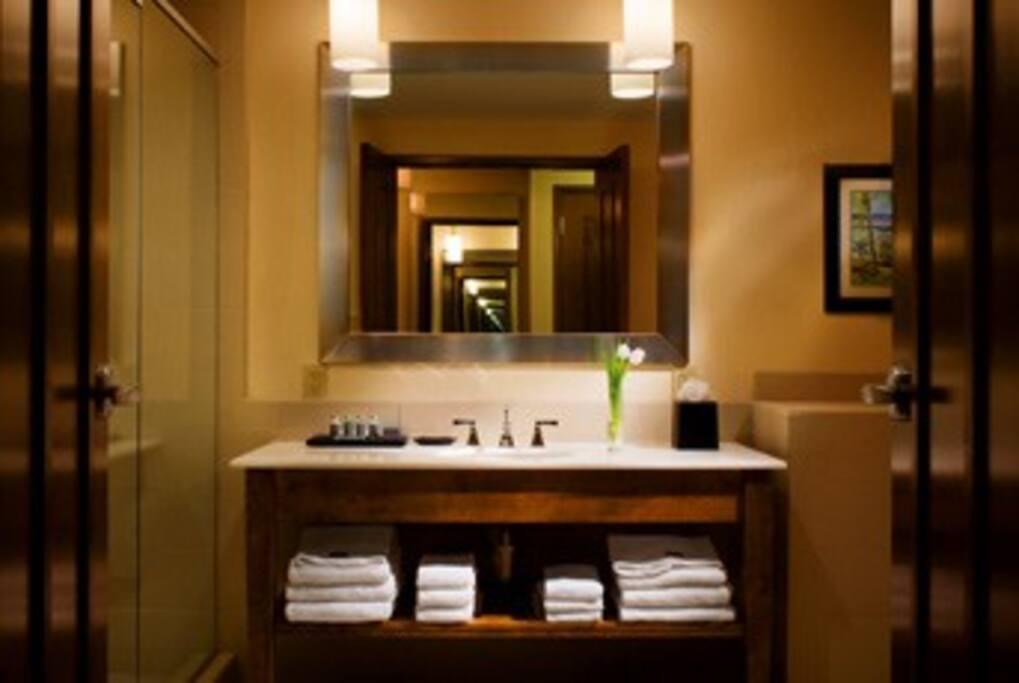 Bathroom / Main Bedroom