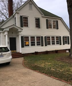 Spacious Vintage Home in Historic Downtown Concord - Concord - Rumah