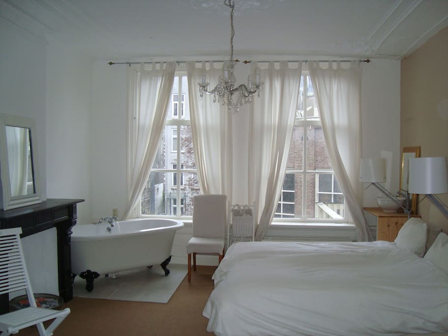 Spacious room 19th century center chambres d 39 h tes for Chambre d hotes amsterdam