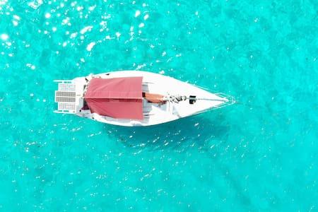 35 feet sailing boat