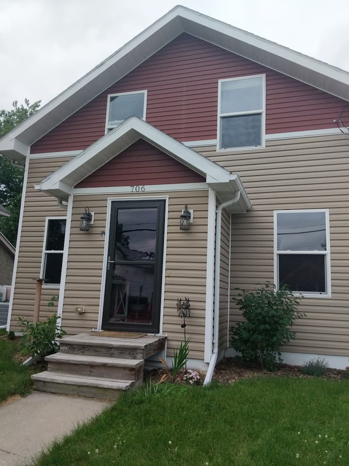 Cute home located in the heart of the Fox Valley