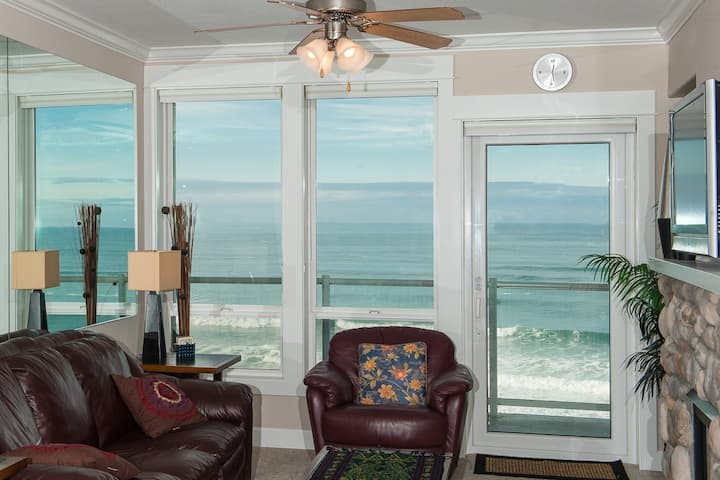 Ocean Whispers - Oceanfront Condo w/ Hot Tub!