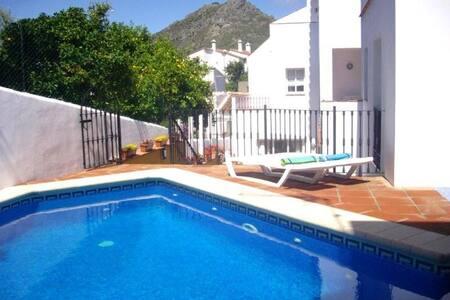 VILLA -5 Apartments/Pool, sleeps 14 - Gaucín